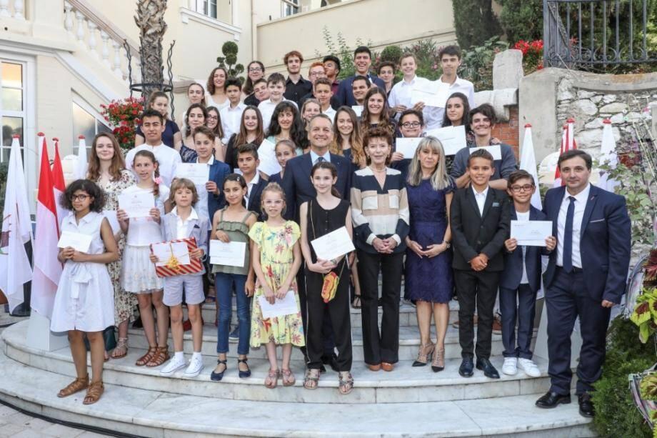 63 élèves de l'Académie Rainier-III ont été primés lundi soir dans la cour d'honneur de la mairie.