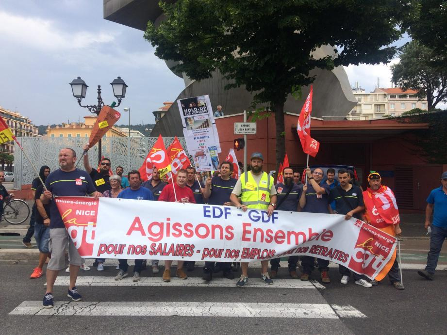 Les salariés d'Enedis ont manifesté près d'Acropolis.