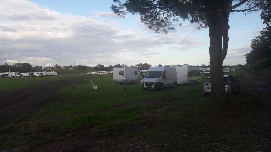 Les gens du voyage occupent un terrain privé à Puget-sur-Argens depuis la semaine dernière.