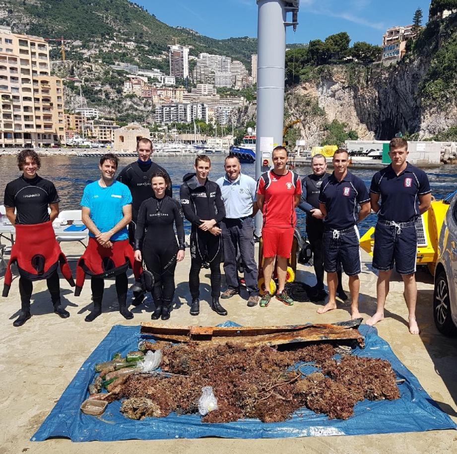 Les pêcheurs issus de plusieurs institutions monégasques ont récupéré tout un tas de déchets, vendredi, sur les roches Saint-Nicolas.