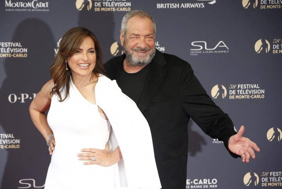 """Dick Wolf sur le tapis rouge du Festival TV de Monte-Carlo avec l'actrice principale de la série """"New York, Unité Spéciale"""", Mariska Hargitay."""