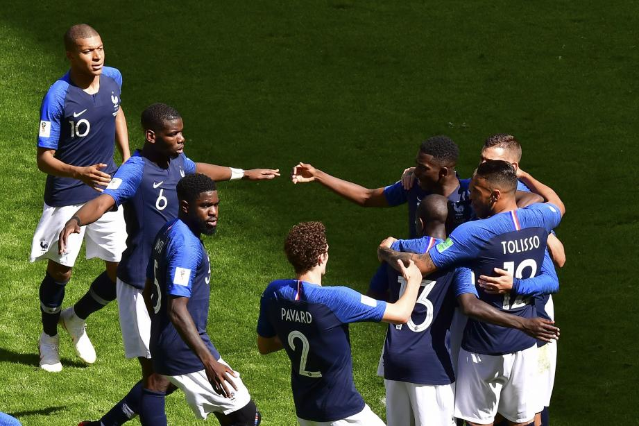 Les Bleus célèbrent leur victoire face à l'Australie.