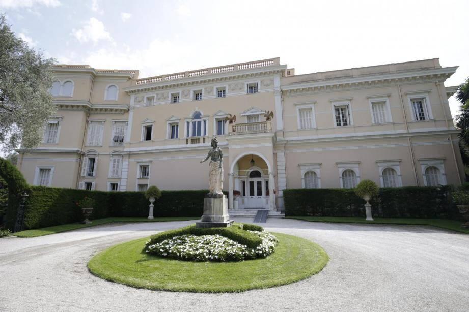 """L'entrée de la villa Les Cèdres, jadis considérée comme """"la plus chère du monde""""."""