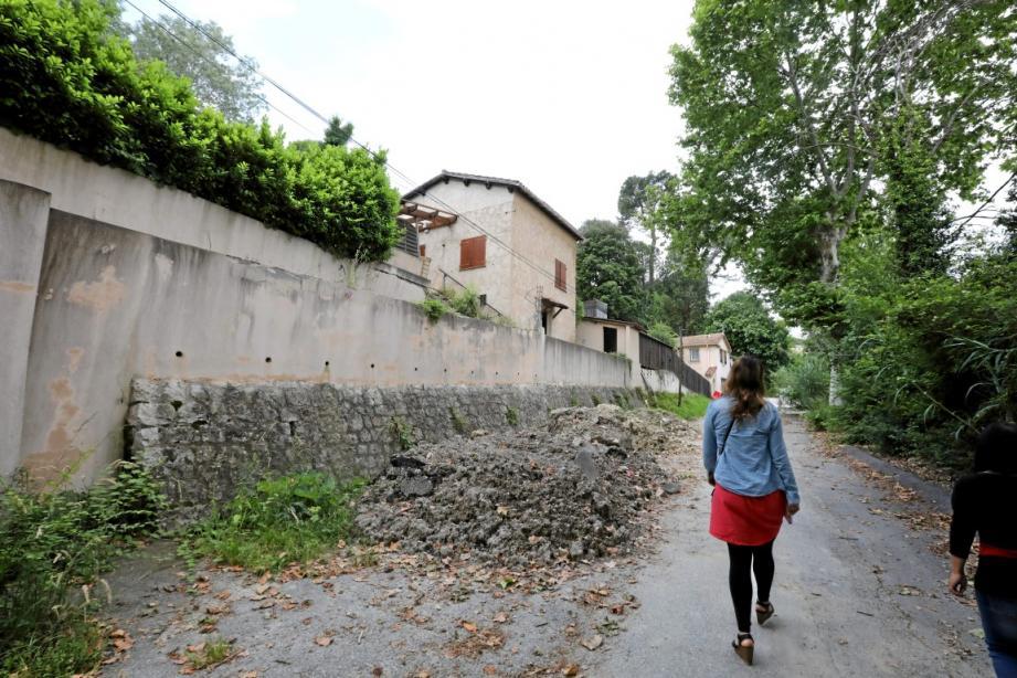 Les habitants du chemin du Collet des Grailles, à Cagnes-sur-Mer, vivent l'enfer.