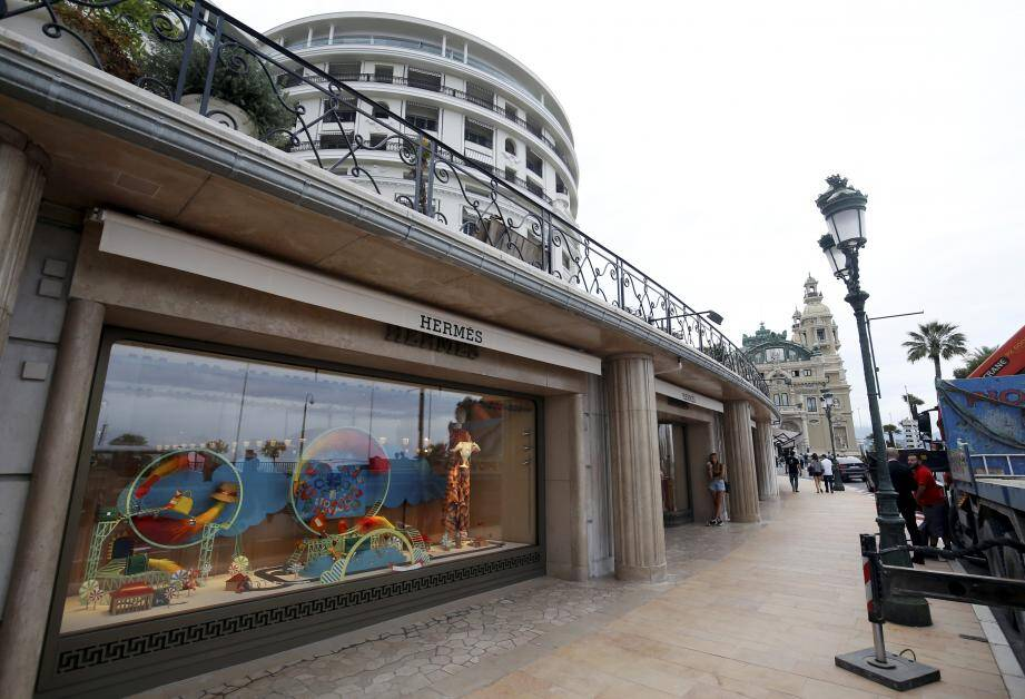 Devenue «trop petite», la boutique de l'avenue de Monte-Carlo a été non seulement agrandie mais aussi ouverte à la lumière.
