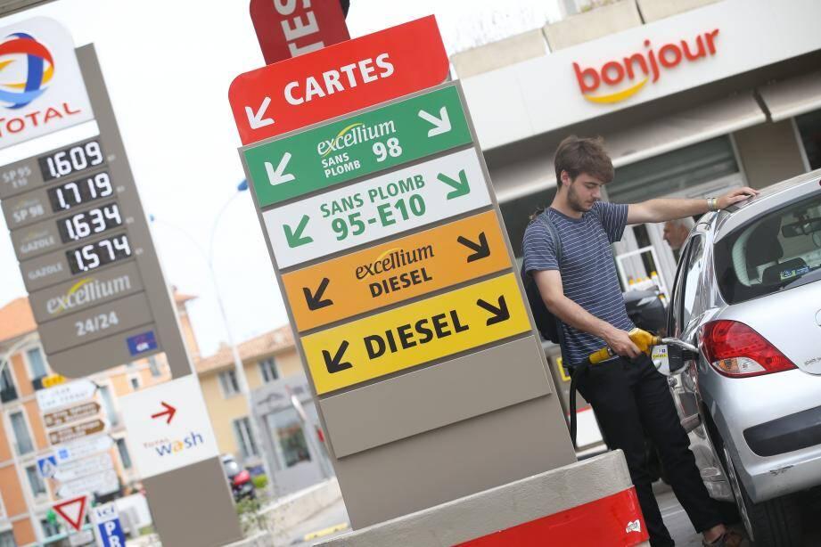 Le diesel est plus cher que l'essence dans une station des Alpes-Maritimes sur 5.