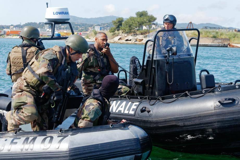 Simulation d'interception d'un narcotrafiquant, exercice en hélicoptère… Hier, le programme a été chargé pour l'international français, Boris Diaw.