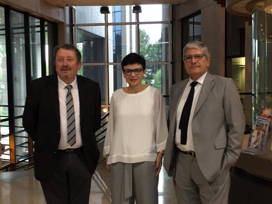 Fabienne Scotto Di Mase, présidente de la délégation 06 et directrice marché pro et entreprises à la Banque Populaire Méditerranée, entre Denis Philippe (à gauche), président de la Cress Paca, et Philippe Gassend (à droite), directeur de l'exploitation Banque Populaire Méditerranée.