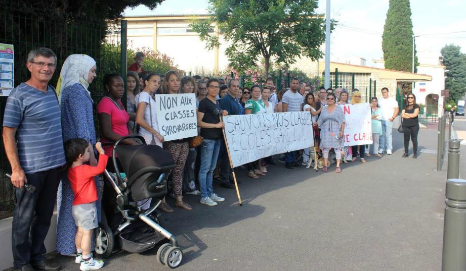 La pétition des parents d'élèves comptait environ 120 signatures mardi matin.