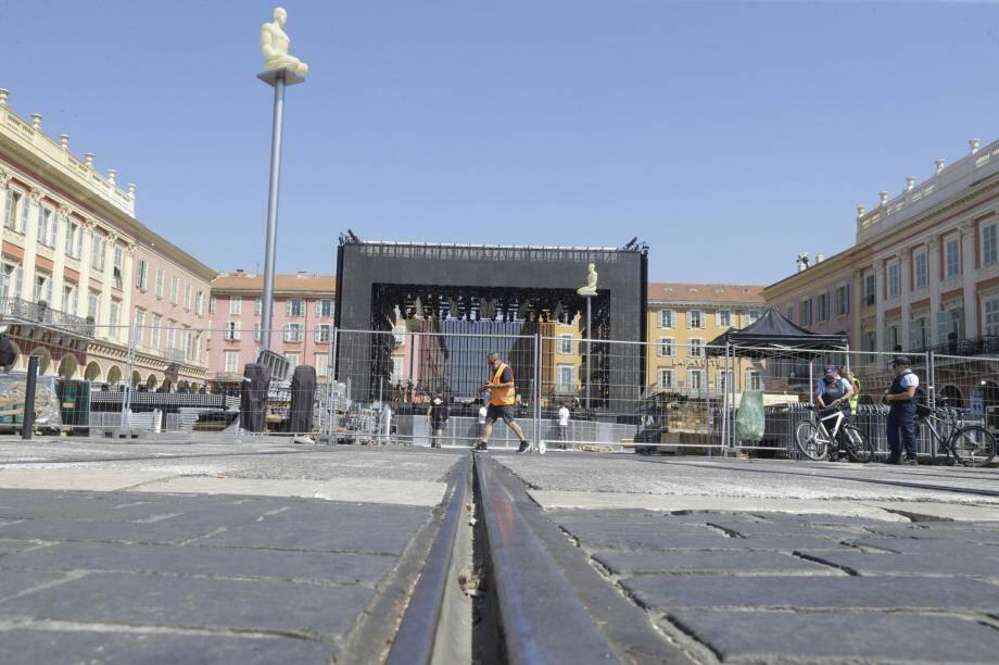 La scène, installée place Masséna à Nice.