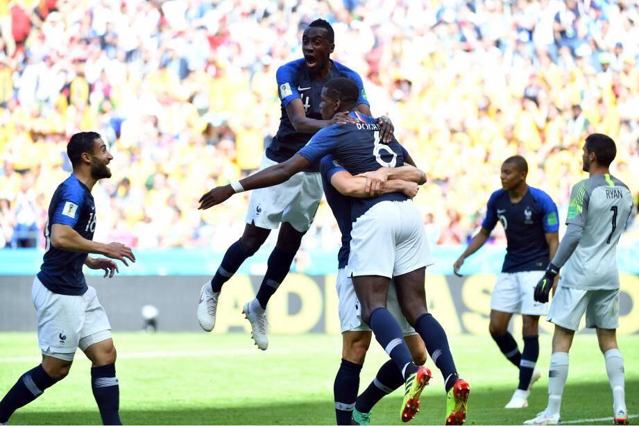 Paul Pogba célèbre son but avec ses coéquipiers.