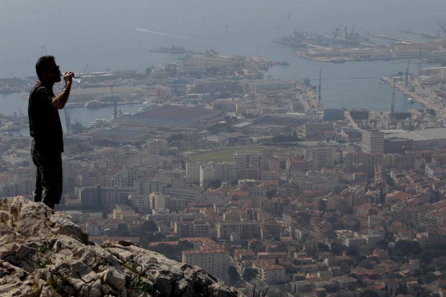 La pollution de l'air ambiant visible à Toulon.