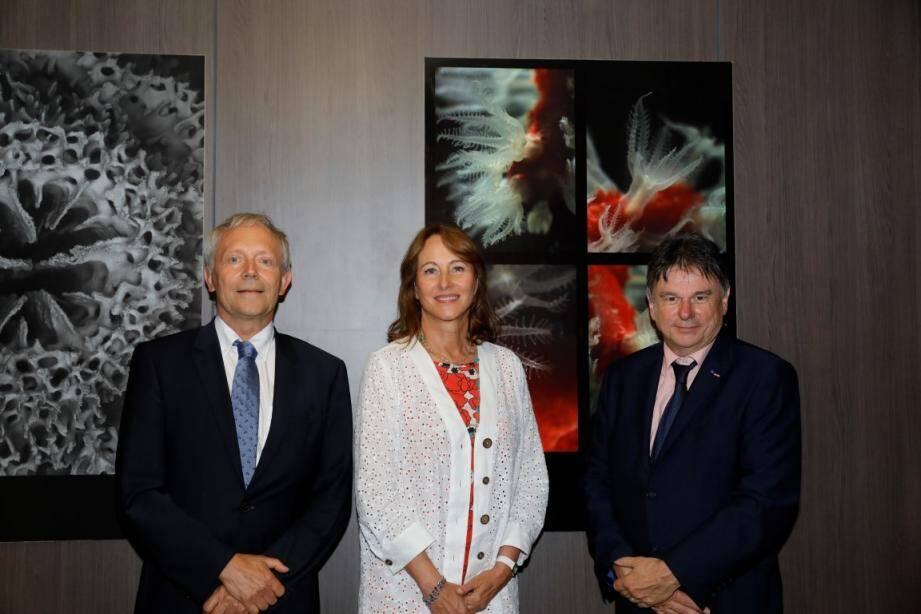 L'ex-ministre française de l'Écologie s'est intéressée aux travaux de biologie polaire menés dans l'établissement.