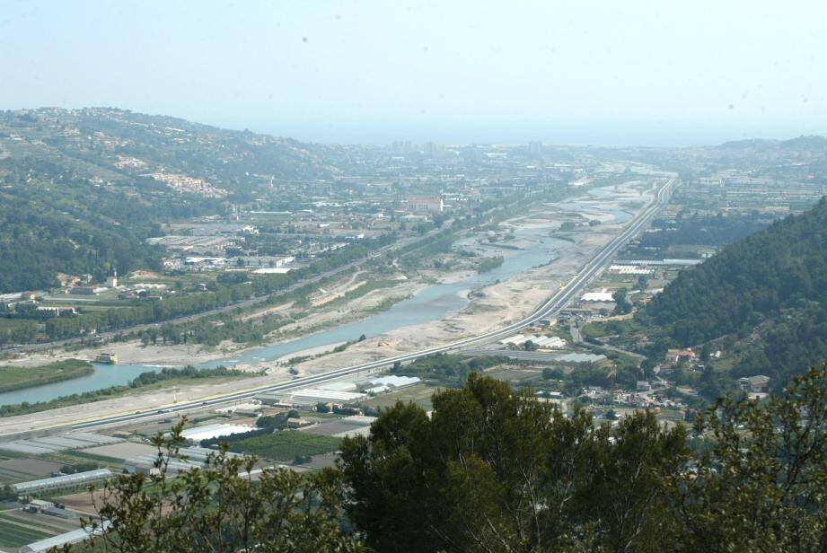 """L'Eco-vallée ne doit pas devenir un """"nid"""" à logements. Christian Estrosi a rappelé la vocation économique et écologique du site et a même envoyé une lettre en ce sens, au préfet des Alpes-Maritimes."""