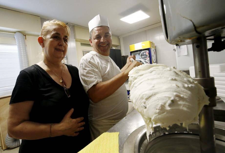 Claudio prépare chaque jour depuis presque 20 ans les glaces de Graziella, uniquement avec des produits frais et de qualité !