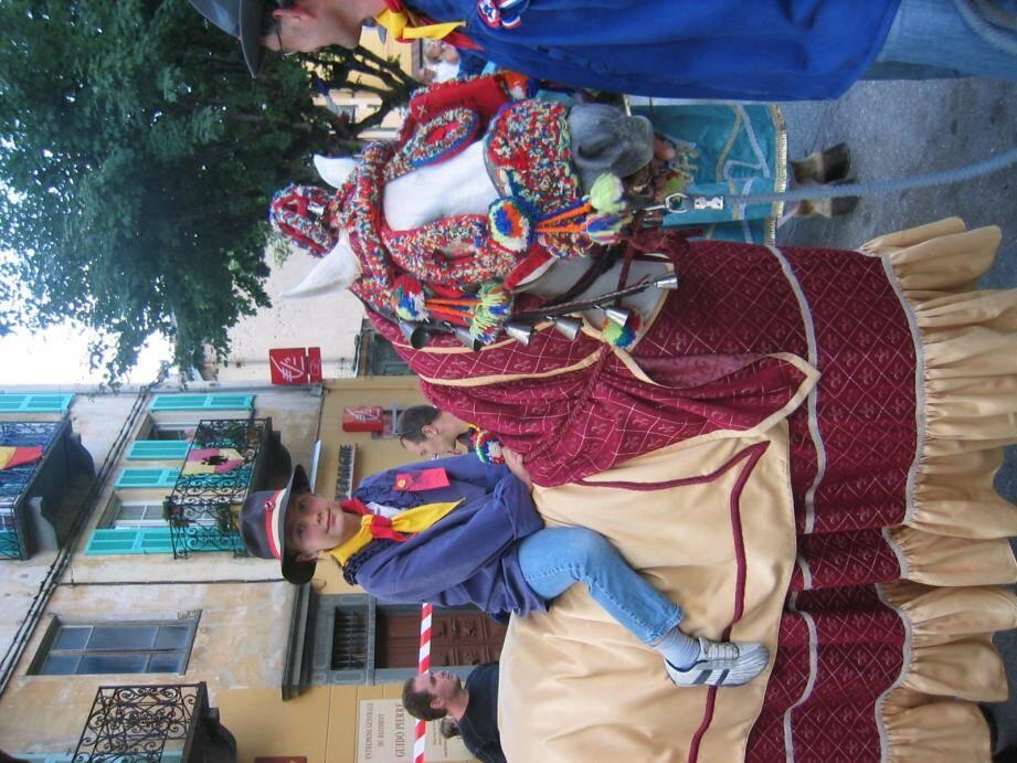 Les cavaliers et leurs montures se préparent à fêter le saint patron des muletiers, ferronniers et autres maréchaux-ferrants.  (Archives M.P.)