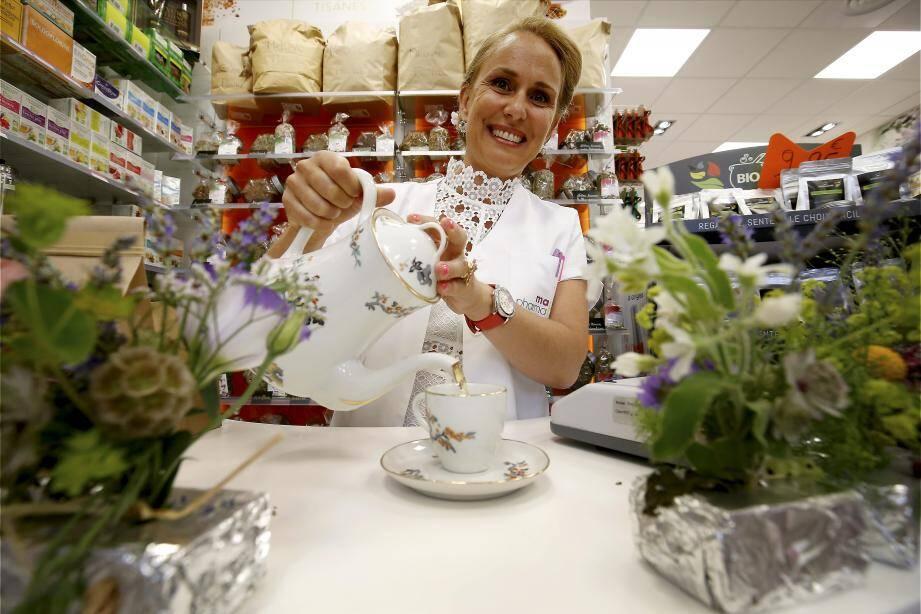 La pharmacie propose plus de 50 plantes et 200 huiles essentielles.