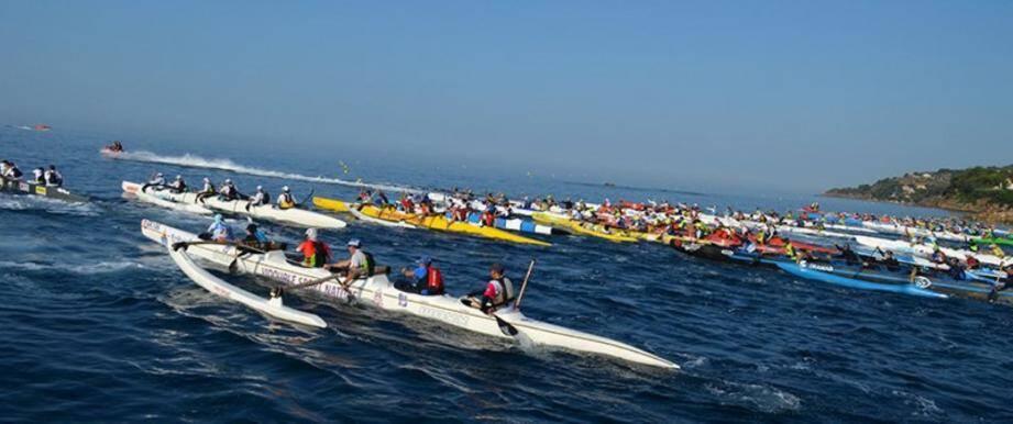 Une vue de l'édition 2017 de la course de pirogues polynésiennes.