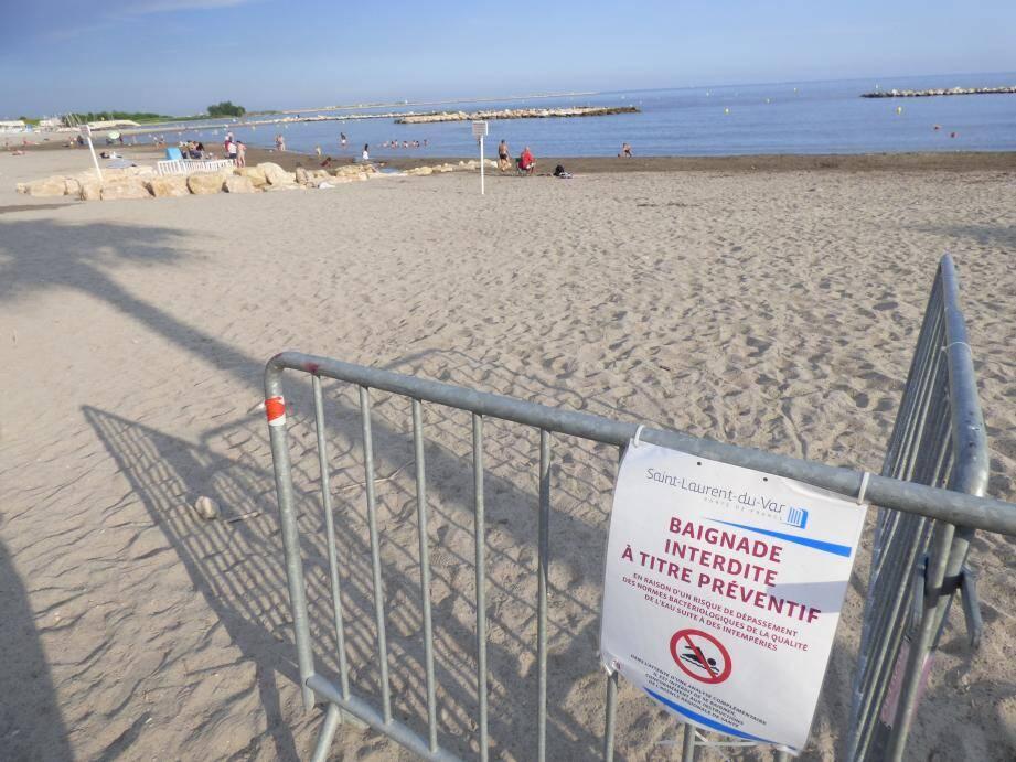 Le drapeau rouge, les barrières et les panneaux n'ont pas dissuadé tous les baigneurs hier.