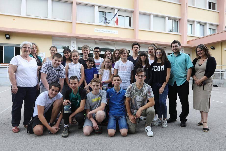 Les collégiens ont été récompensés de leurs efforts en tant qu'« élèves méritants ».