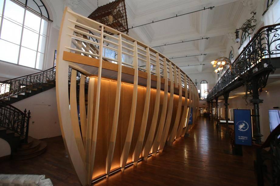 27 mètres de long : ce bateau onirique emmène le visiteur explorer les océans et découvrir la protection de l'environnement.