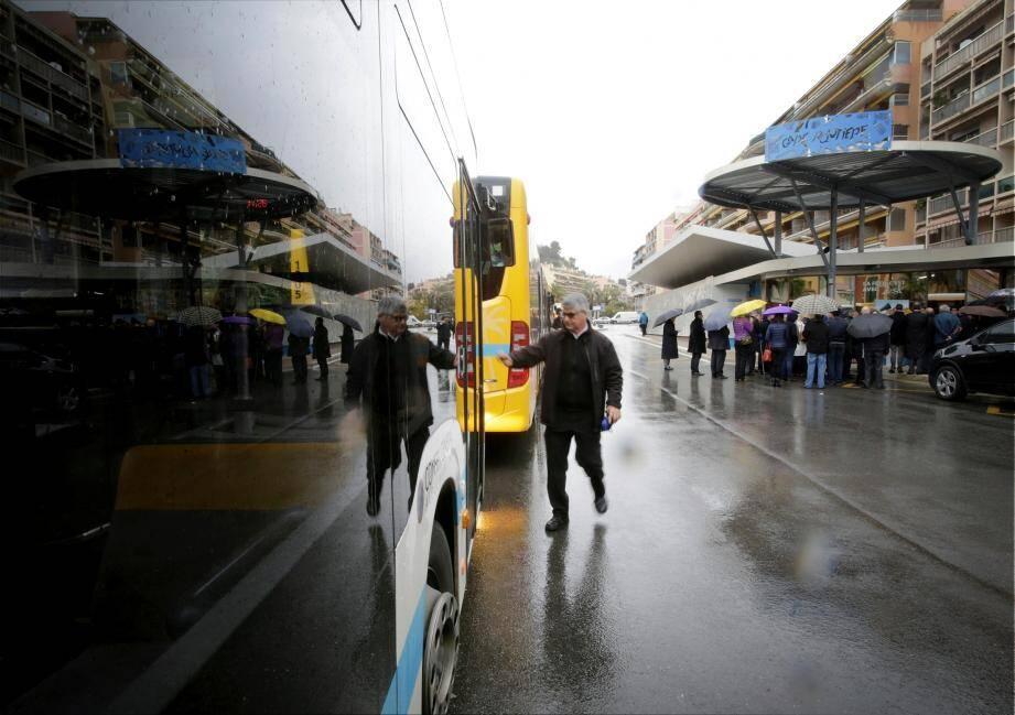 Première étape : l'inauguration de la gare routière en décembre 2016.