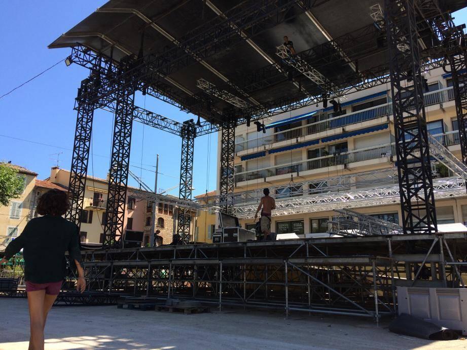La scène du Grand-Jardin de 11 mètres d'ouverture sera encadrée de deux écrans géants.