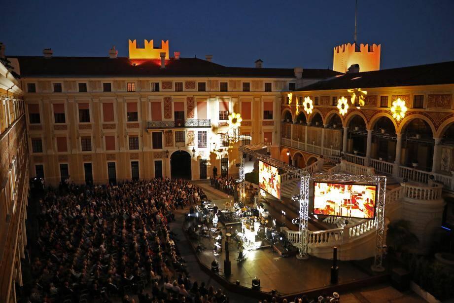 Le concert d'Eric Serra et le groupe RXRA a offert une heure et demie de show donné en faveur de la Fondation Prince Albert II.
