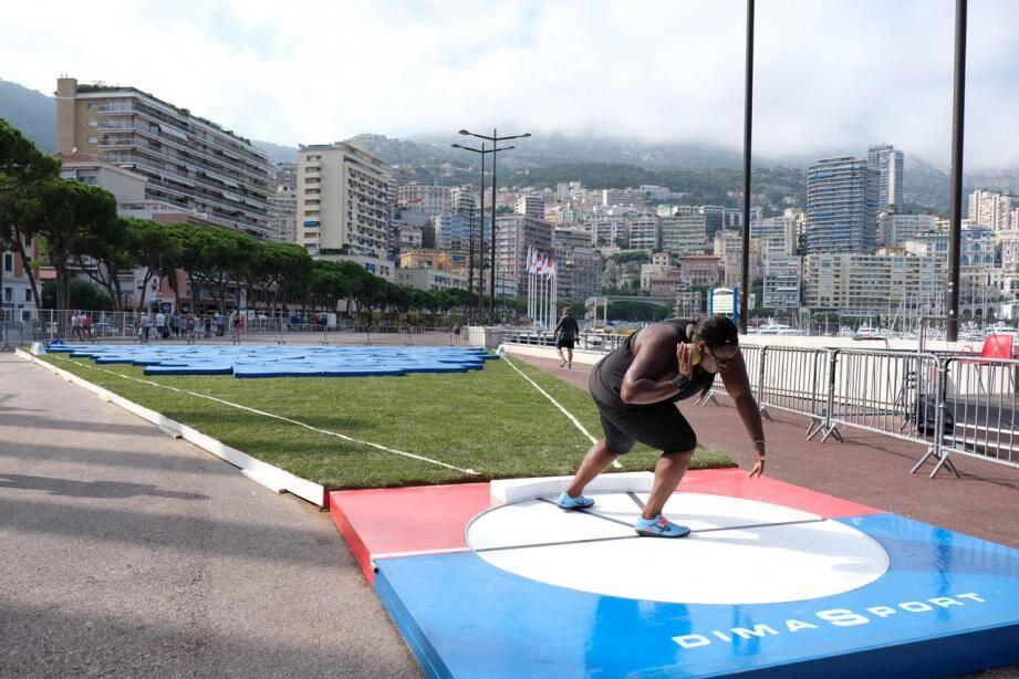 Les premiers athlètes se sont entraînés hier sur l'installation éphémère du port Hercule.