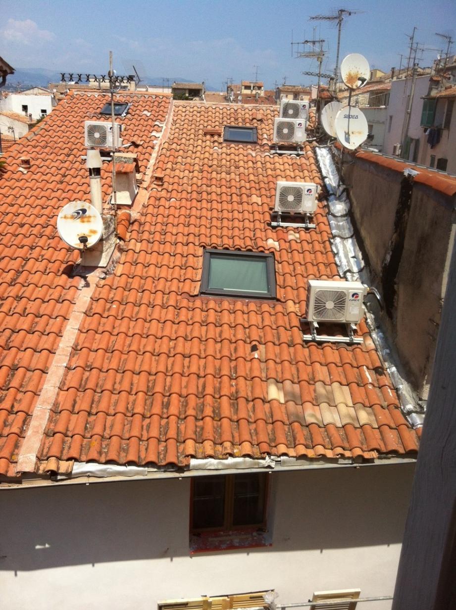 Une forêt de sorties de climatiseurs sur les toits de la vieille ville. Qui cela dérange ?