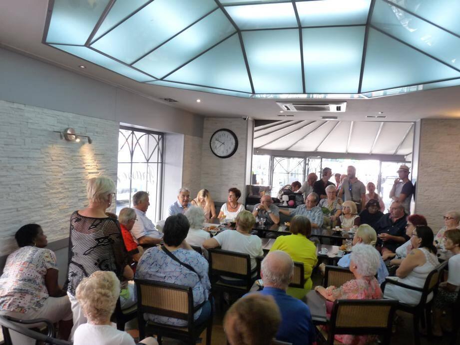 Au bar de la Civette, les discussions ont souvent été animées. Le maire s'est rendu accessible. Un moyen peut-être pour lui aussi de sonder quels thèmes devrait émerger durant de la campagne des municipales dans deux ans.