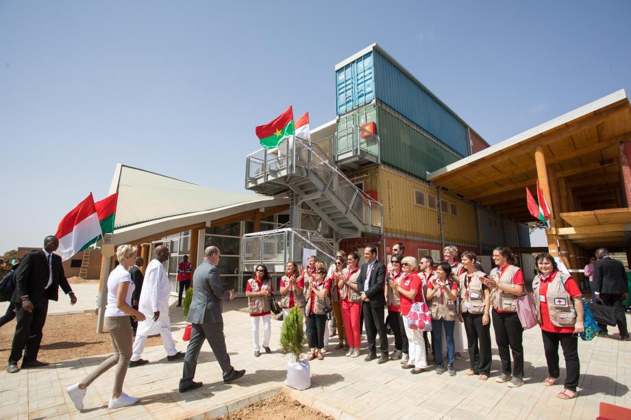 En janvier dernier, le couple princier est allé visiter le bâtiment en cours de finition à Loumbila, dans la banlieue de Ouagadougou.