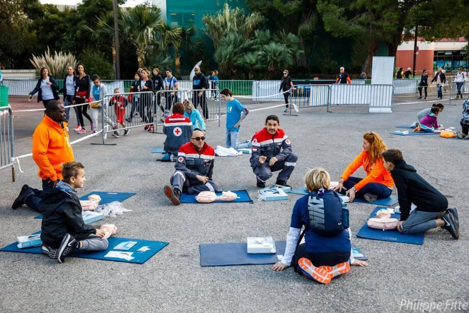 Chaque année, les bénévoles de la Croix-Rouge monégasque s'investissent pour des cours de secourisme ou pour encadrer les grands événements de la Principauté.