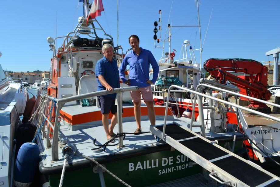 Pierre-Yves Barasc (à g.) et Frédéric Saveuse sur le Bailli II à bout de souffle, immobilisé à quai jusqu'à mi-août. Leur appel à la générosité des grandes fortunes n'a rien donné...