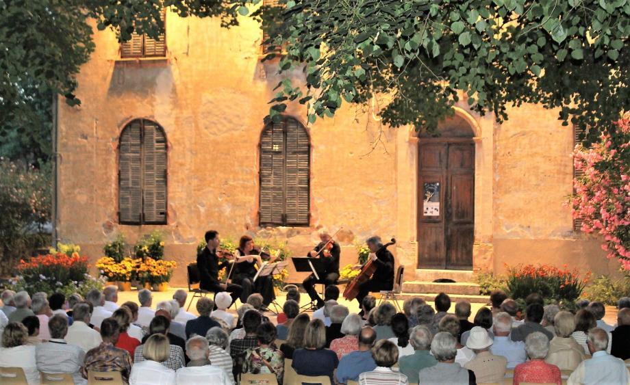 Le Quatuor Parisii a enthousiasmé le public de cette belle soirée au théâtre de verdure.