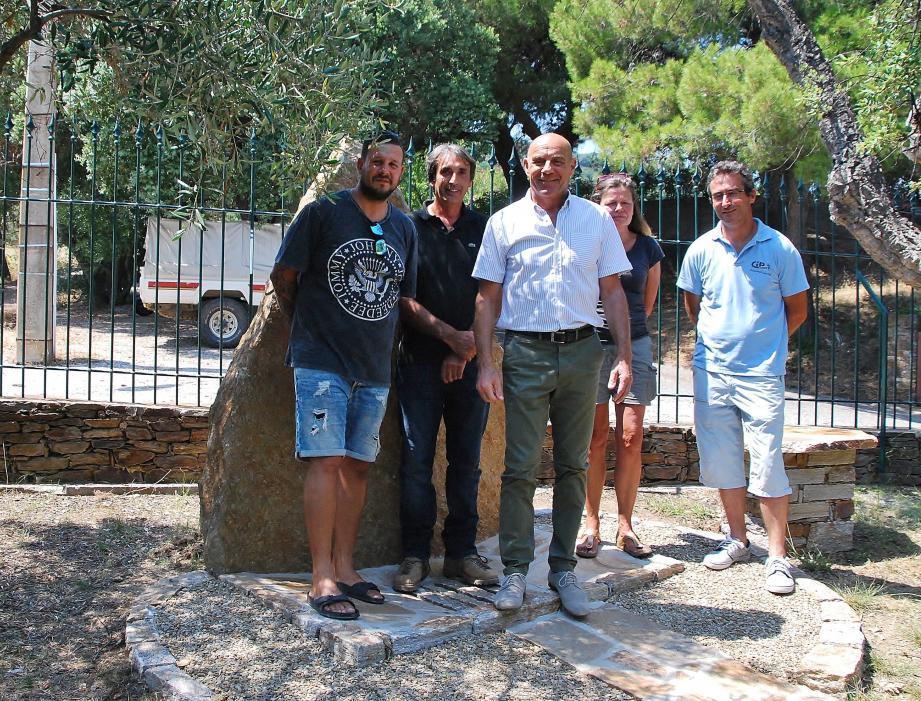 Le maire a inauguré «le puits de cendres» avec Jérôme Massolini adjoint aux travaux, Julien Giordano, Didier Olivier et Laurence Warnier.