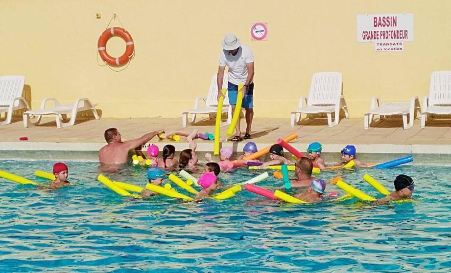 Parmi les propositions avancées, la rénovation de la piscine de Régusse.