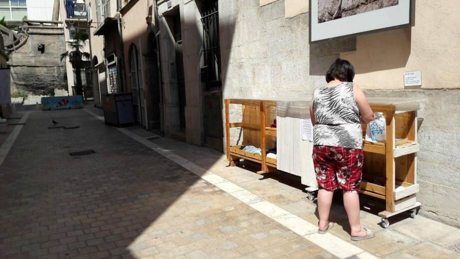 La « give box » se trouvait à l'angle des rues Pierre-Semard et Bon-Pasteur.