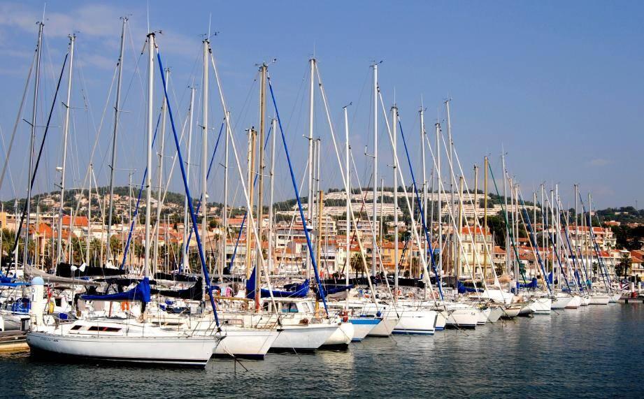 À Bandol aussi, les légendes maritimes flottent sur les pontons.