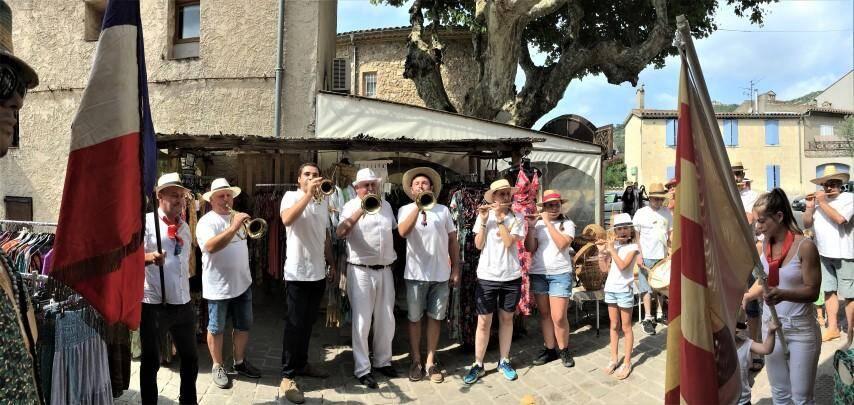 La clique en grande forme pour célébrer la fête de la Saint-Pierre, très animée jusqu'à ce dimanche soir, dans le village.