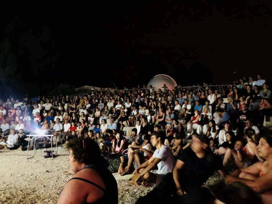 Un monde fou est venu suivre l'éclipse et la conférence dédiée dans l'amphithéâtre du Gros Cerveau.