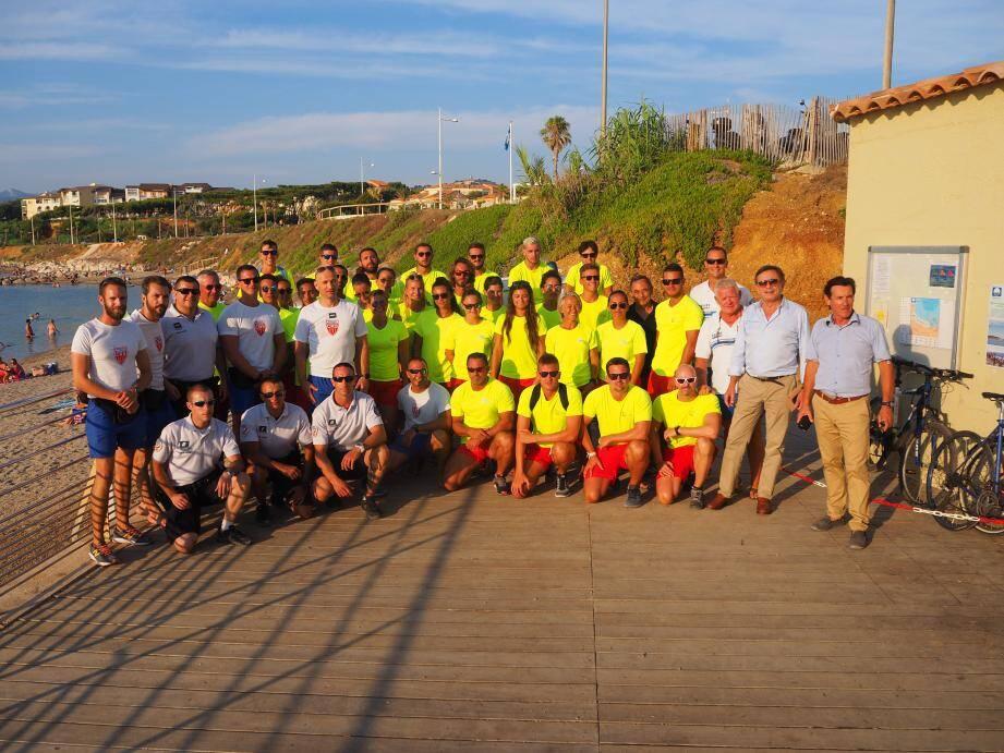 Le maire Jean-Sébastien Vialatte et son adjoint Thierry Mas Saint-Guiral sont fiers de la sécurité mise en place chaque année sur les plages avec les secouristes et les CRS.