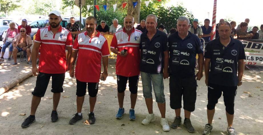 Thierry Lacroix, Henri Lacroix et Juan Casale-Soriano (de gauche à droite, en rouge) ont remporté la quatrième édition du National du Plan-de-la-Tour.