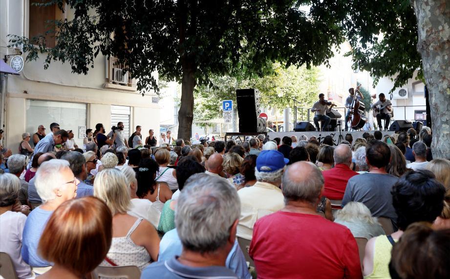 Hier soir, le dernier rendez-vous de Jazz à Toulon a fait le plein sur la place  Mgr Deydier