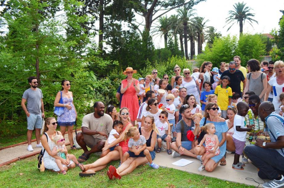 La chaleur humaine n'était pas la seule pour cette fête qui célébrait une année passée ensemble pour les familles et le personnel de la crèche du docteur Lyons.