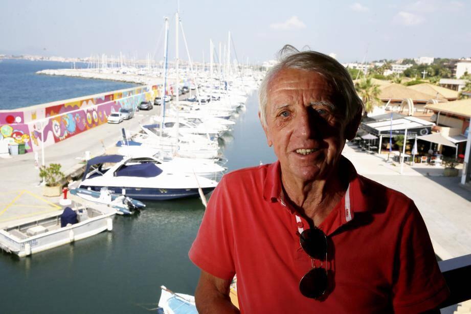 Dès les débuts du port, le champion de voile Michel Lambot a participé à l'image de marque de Santa Lucia.