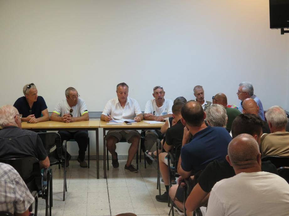 Les chasseurs ont tenu leur assemblée générale avec le président  Serge Durero, les membres du bureau et les chefs de battue.