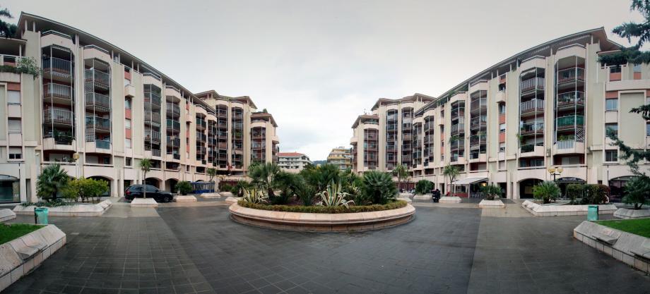 La place des Cigalusa vue de la rue Barla.
