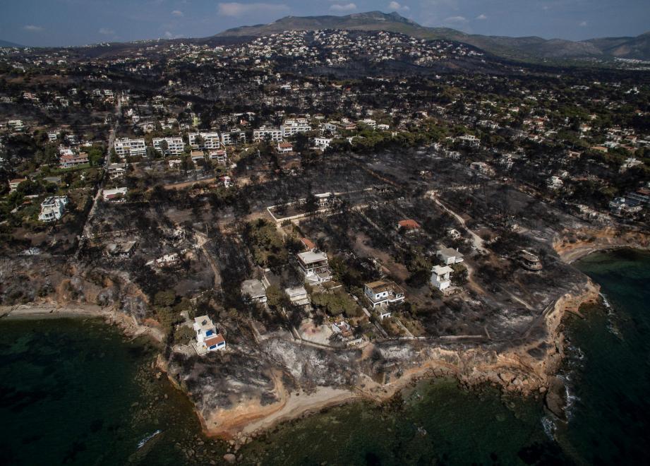 Une vue aérienne des alentours d'Athènes, ravagés par les incendies.