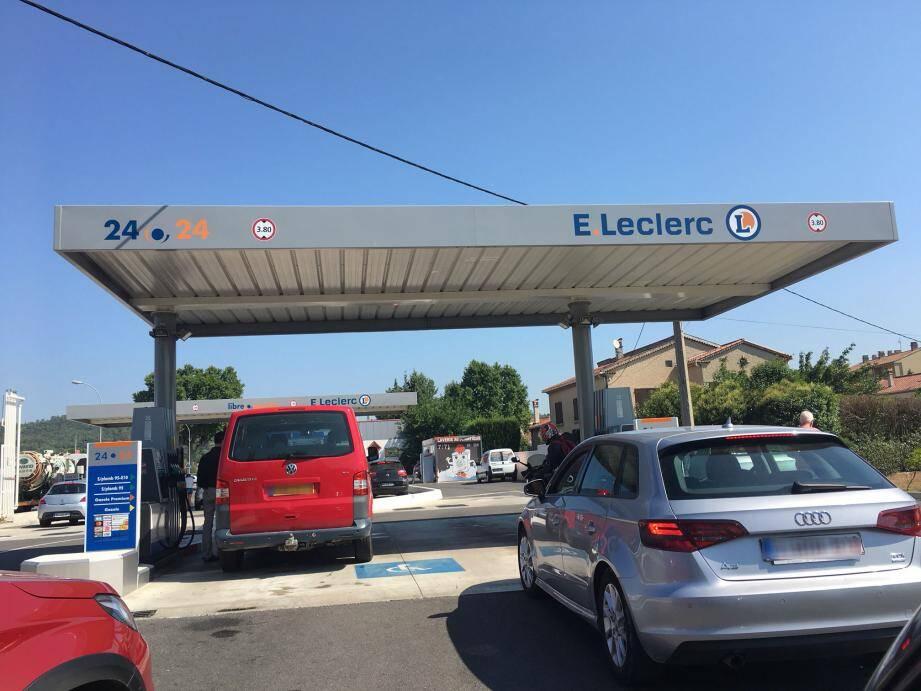 Les deux complices avaient agressé une première fois une jeune de 19 ans, à la station-essence du Leclerc de Brignoles, avant de l'enlever dans sa propre voiture, une Micra noire.